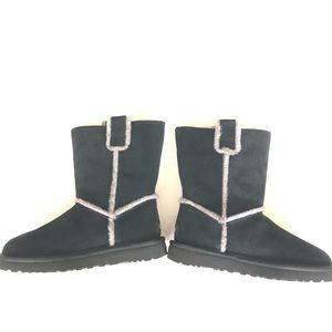 Woman's size 7 Black Uggs